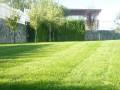 Поддръжка на тревни площи