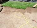 Полагане на тревен чим